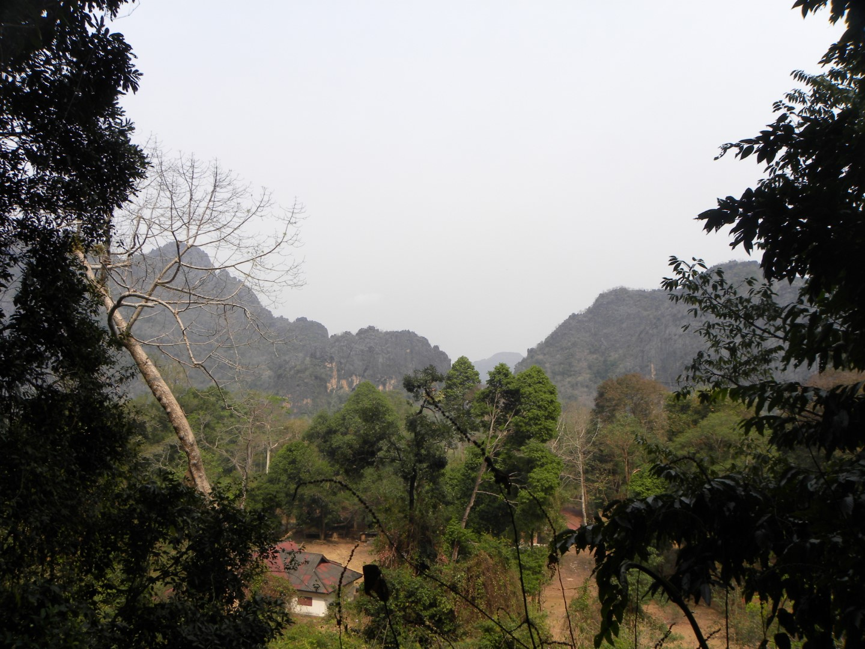 paysages sur ciel gris à Thakhek